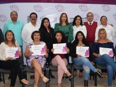 """<a href=""""/noticias/entrega-cespa-morelos-certificados-de-bachillerato-en-modalidad-no-escolarizada"""">Entrega CESPA Morelos certificados de bachillerato en modalidad no escolarizada.</a>"""